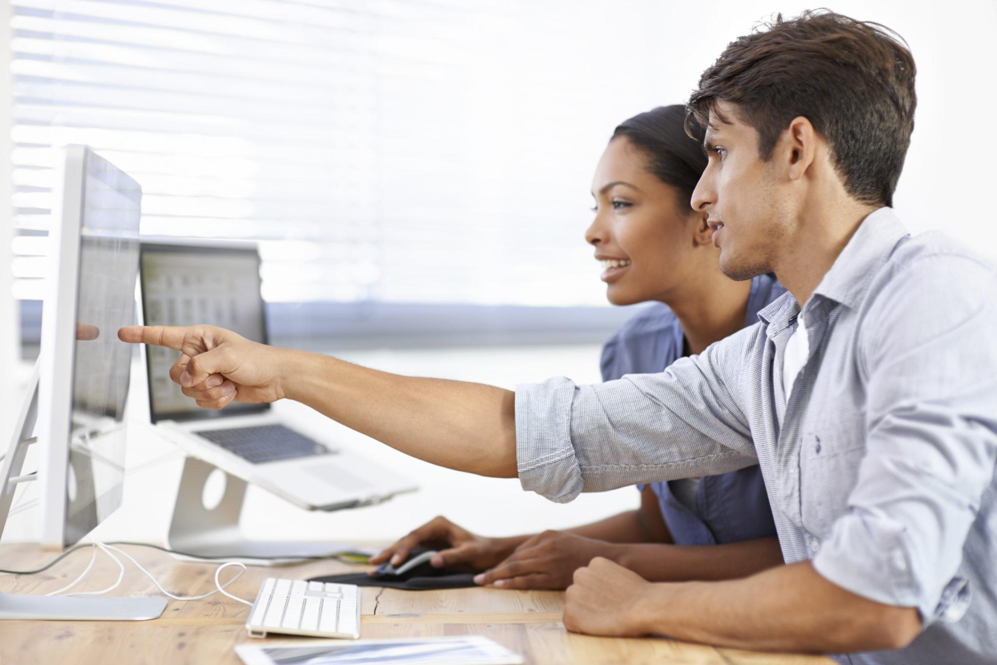 To ansatte i Keystep som jobber med Xledger sin ERP-løsning