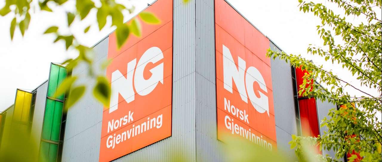 Norsk Gjennvinning sitt anlegg med logo. Kundehistorie erfaringer Xledger