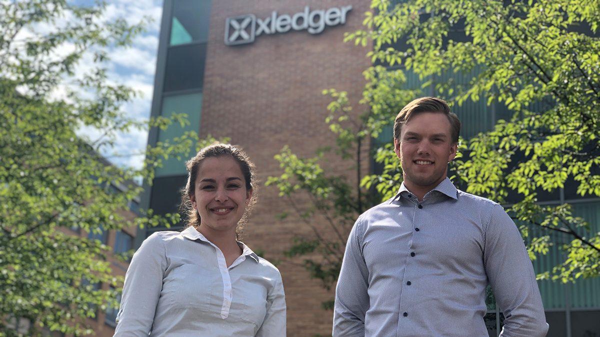 Fredrik og Aida klare til jobb i Xledger