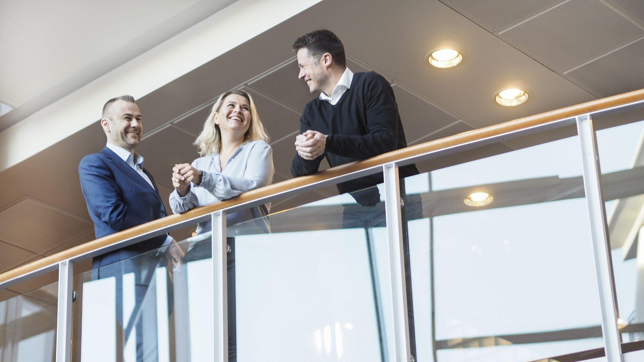 People talking ib the Oslo office, seen from below