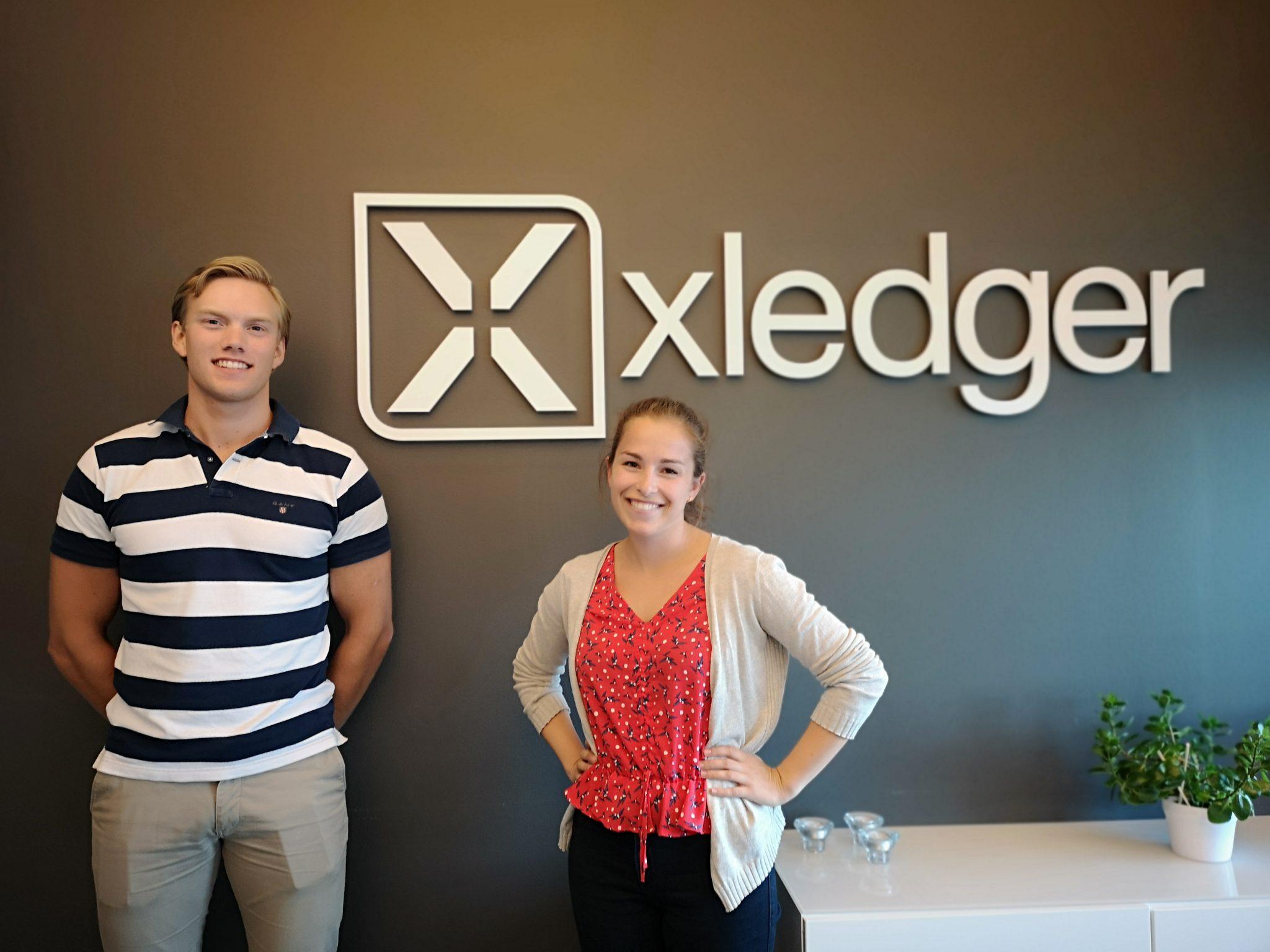 Bilde av to summer interns i Xledger 2019