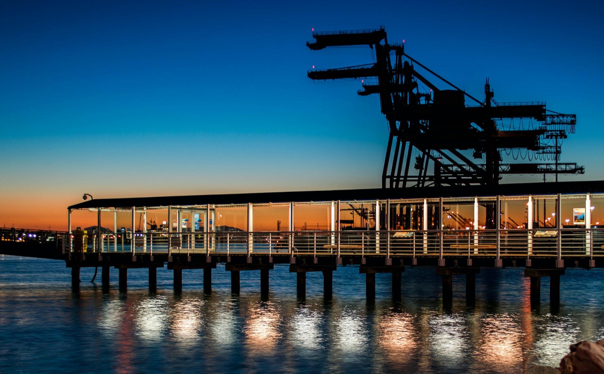 Oiljerigg i solnedgang til KANFA sin kundehistorie hos Xledger