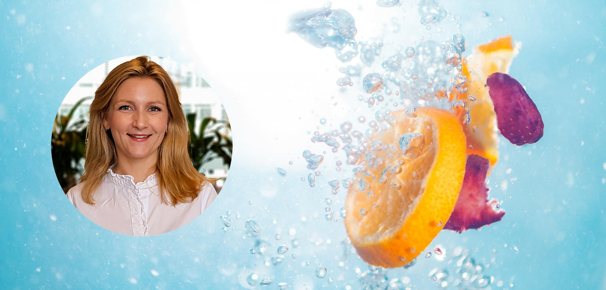 Appelsinskiver og kronblader som slippes i vann sammen med et profilbilde av Xledger ansatt Christine Rabe Moe.