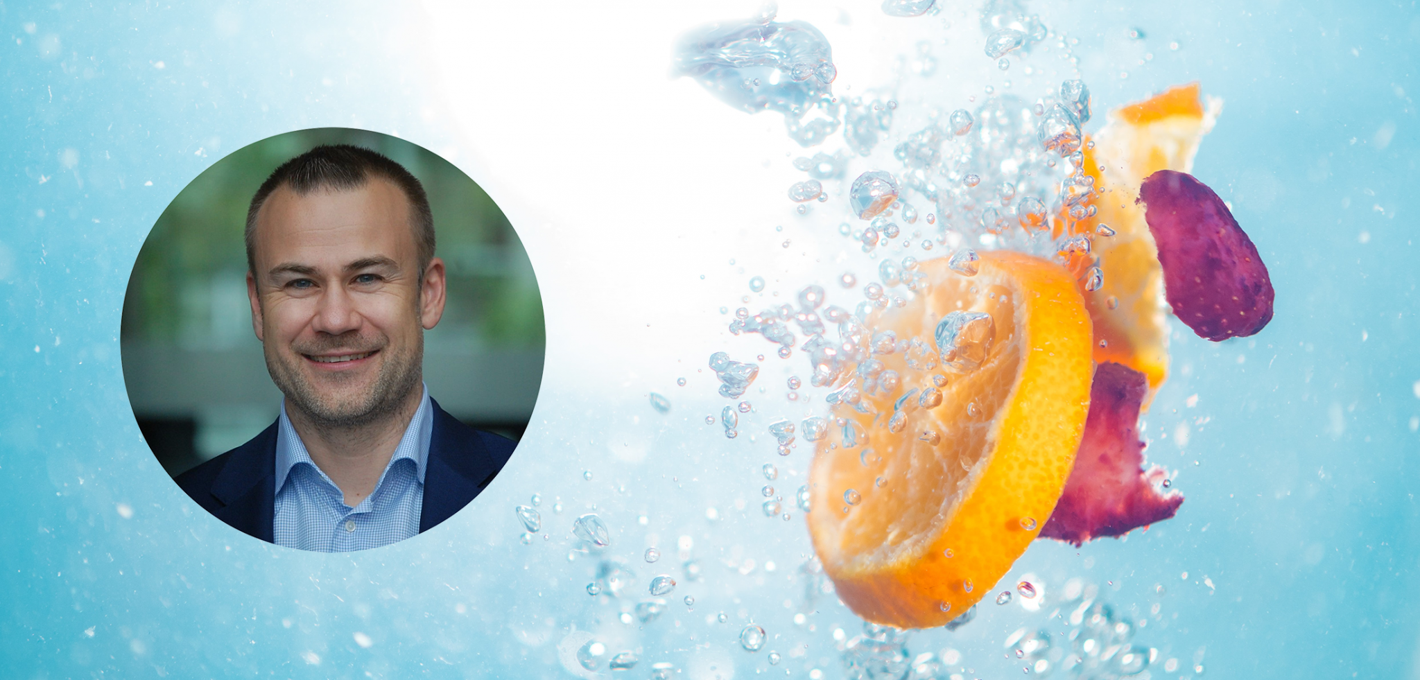 Appelsinskiver og kronblader som slippes i vann sammen med et profilbilde av Xledger ansatt Eivind Berger-Lorentzen.